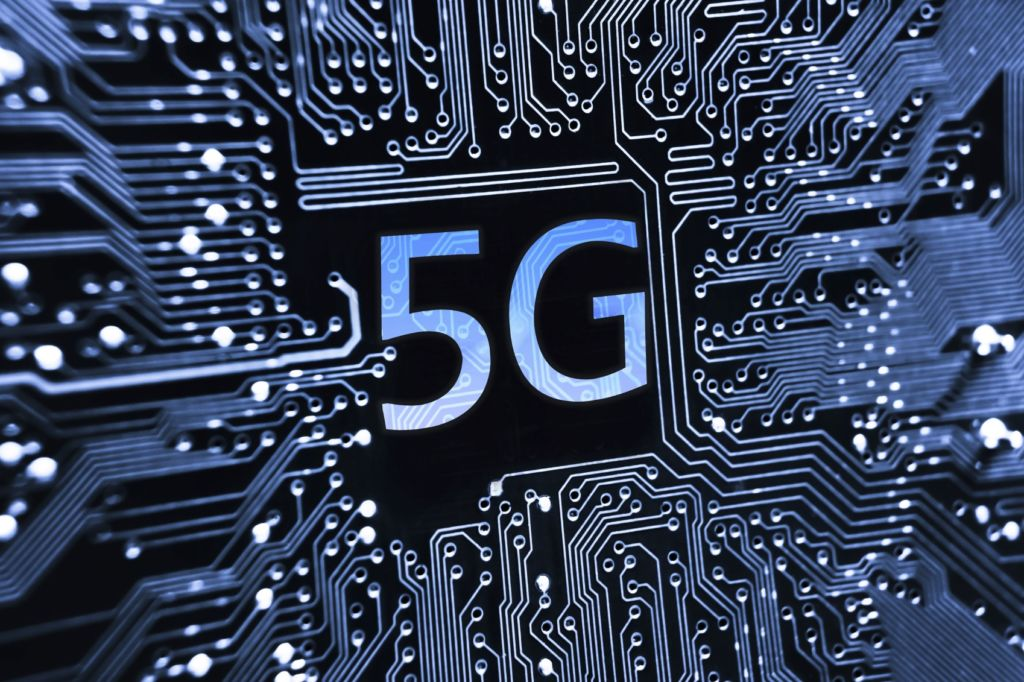 the first 5G-compatible smartphones will arrive in 2019